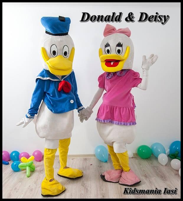 Donald si Daisy Duck - mascotele de la Disneyland sunt acum in Iasi