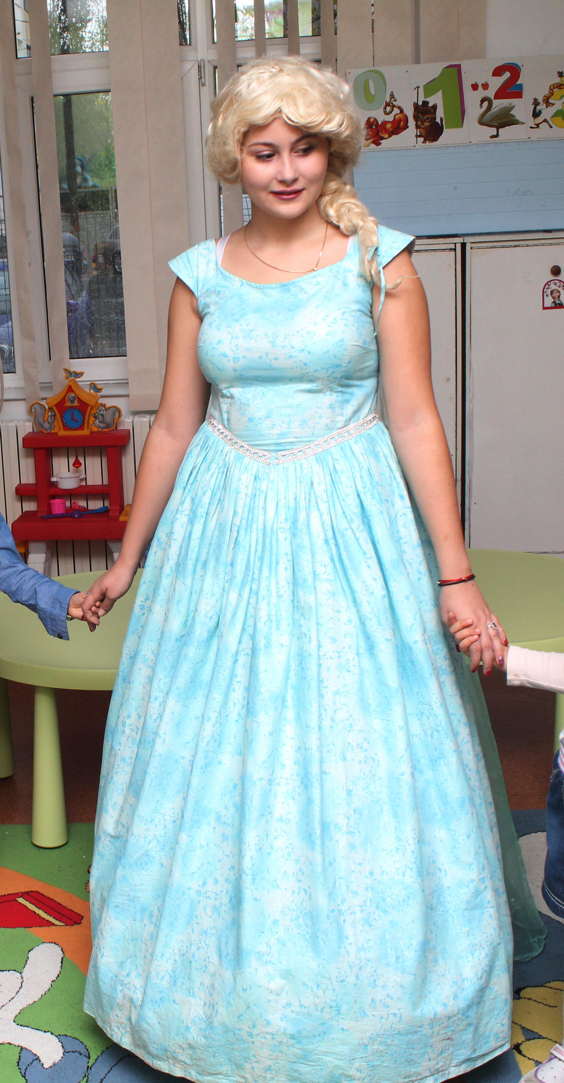 Elsa din regatul de gheata cu rochita noua