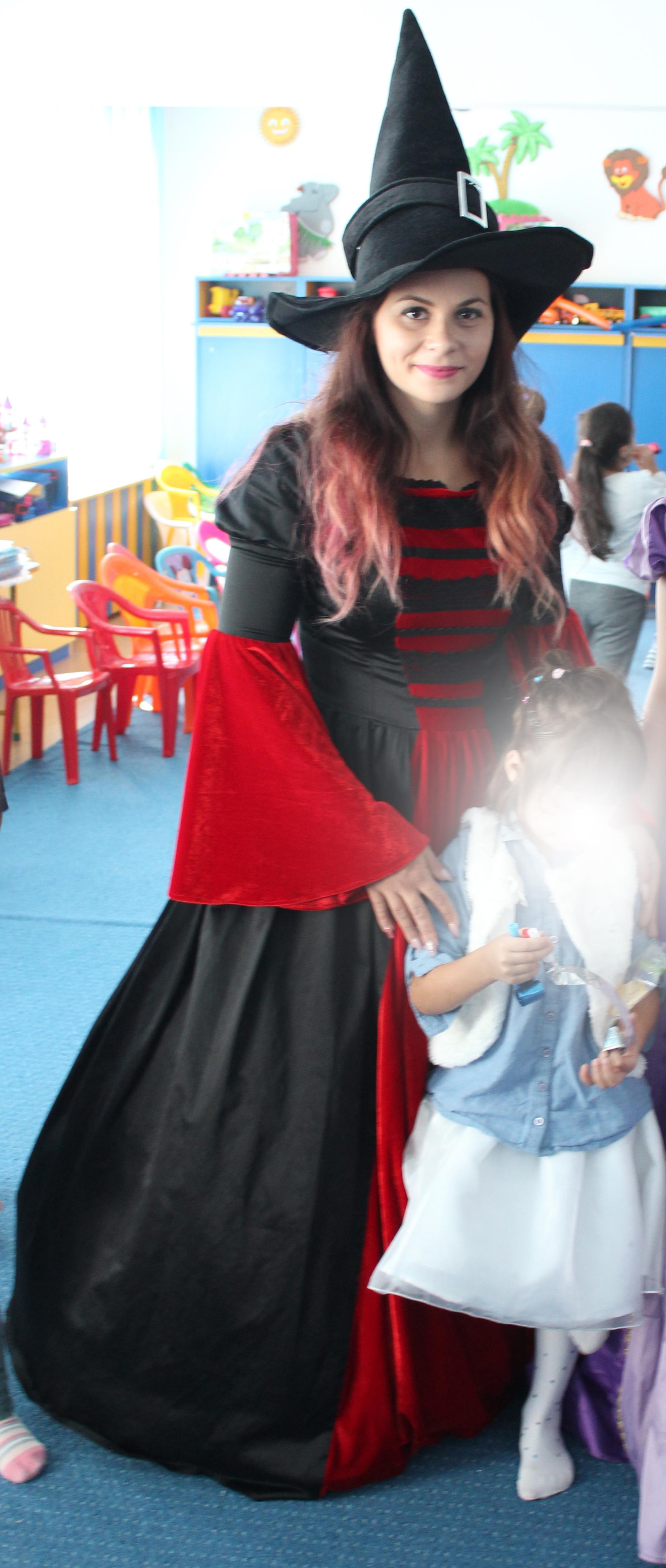 Costum Vrajitoare la petreceri pentru copii in Iasi