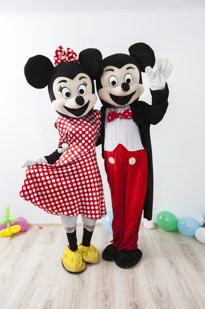 Mascotele de la disney Mickey si Minnie Mouse