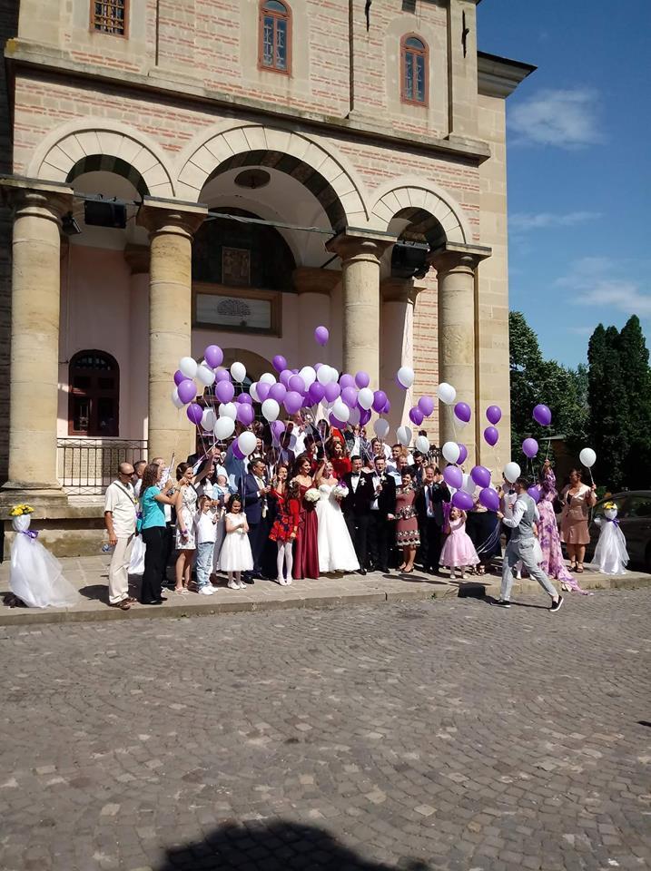 Lansarea 100 de baloane cu heliu la biserica